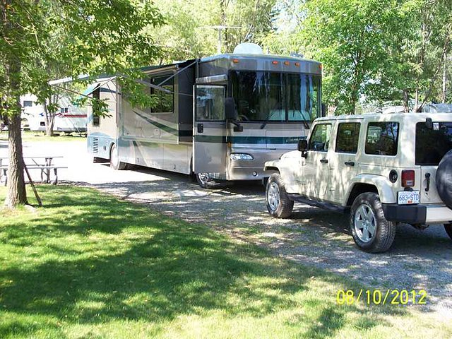2004 Winnebago Journey Photo