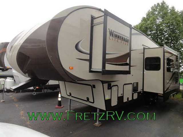 2014 Winnebago Lite Five Photo