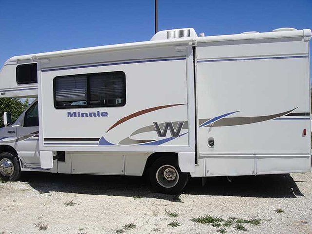 2004 Winnebago Minnie Winnie Photo