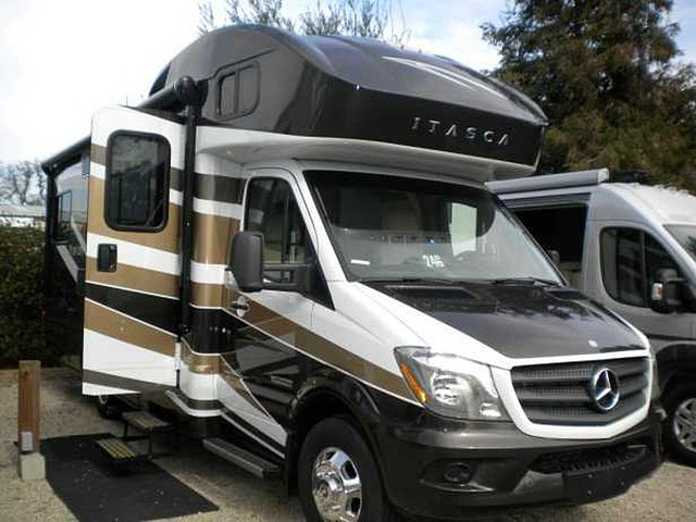 2015 Winnebago Navion Photo