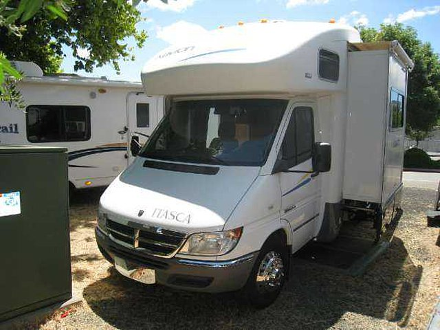 2006 Winnebago Navion Photo
