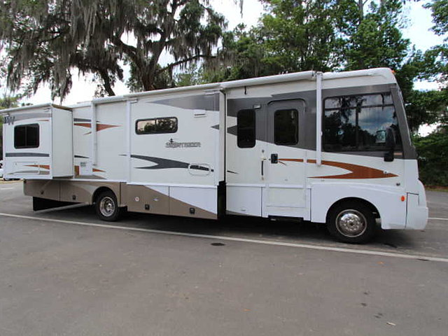 2008 Winnebago Sightseer Photo
