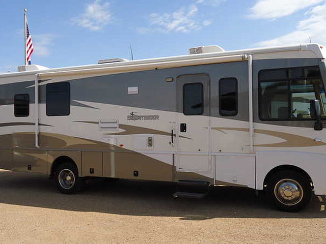 2009 Winnebago Sightseer Photo