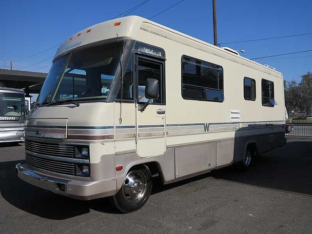 1989 Winnebago Superchief Photo