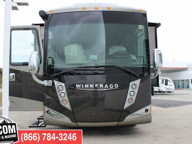 2015 Winnebago Tour Photo