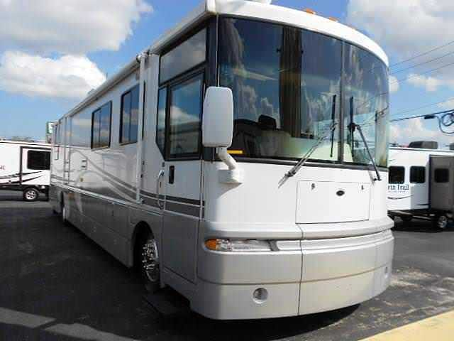2001 Winnebago Ultimate Advantage Photo