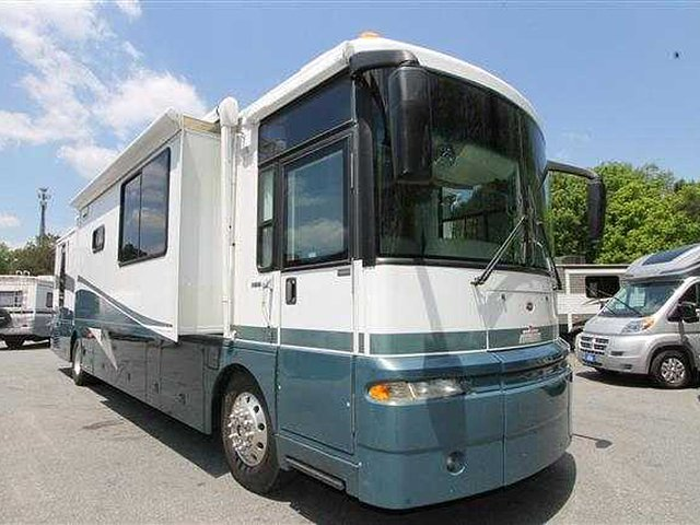 2003 Winnebago Ultimate Advantage Photo
