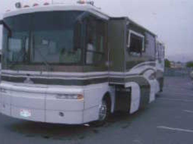 1999 Winnebago Ultimate Freedom Photo