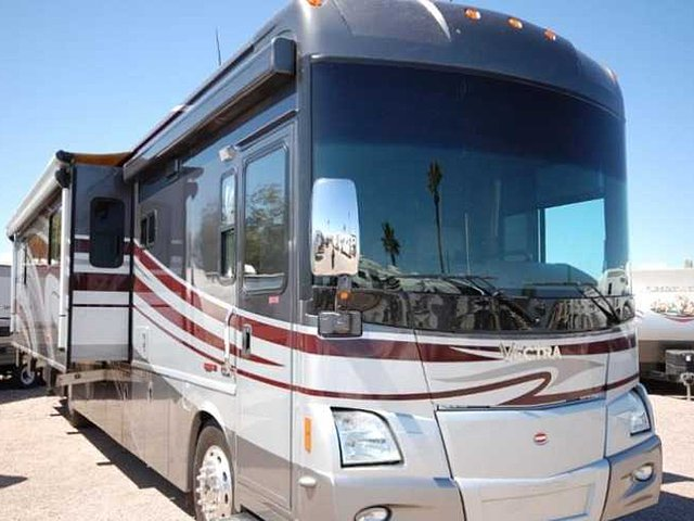 2009 Winnebago Vectra Photo