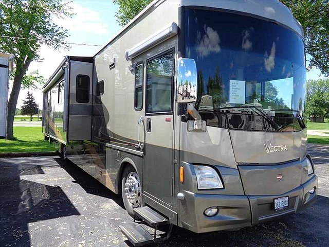2007 Winnebago Vectra Photo