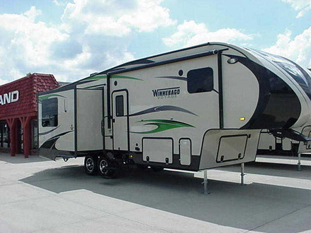 2015 Winnebago Voyage Photo