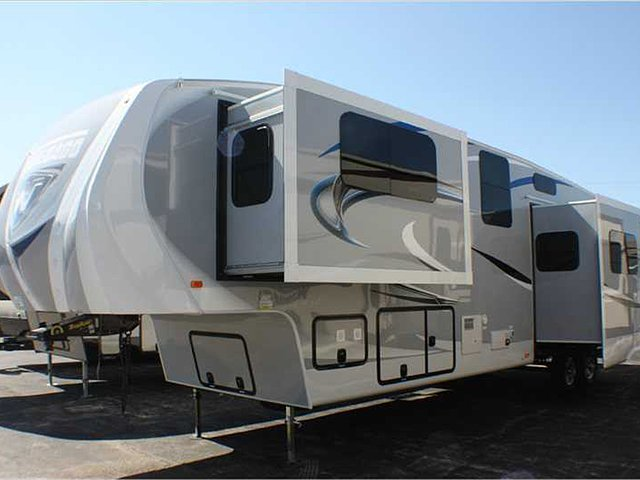 2015 Winnebago Winnebago Industries Towables Photo